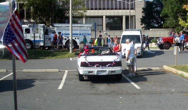 A Few Parade Pics 92 Forget Decorating The Car John Please Fix